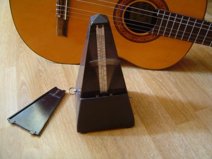 Metronome_and_guitar